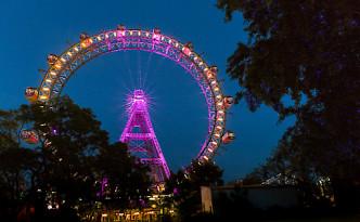 Wiener Riesenrad erstrahlte in Violett